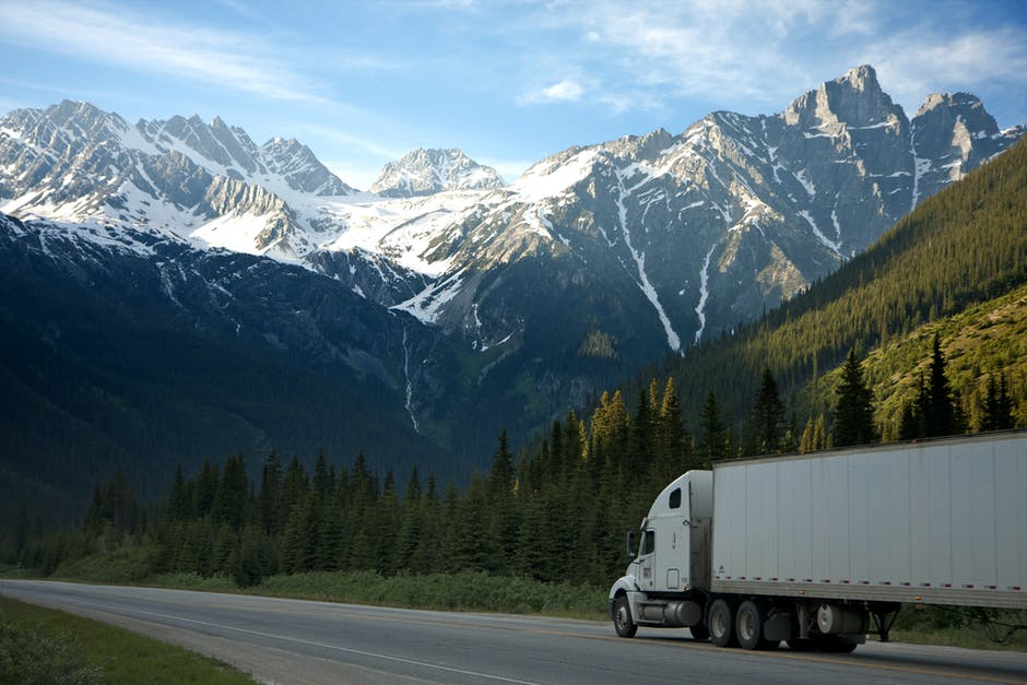 How to Locate the Right Trucking Company for You